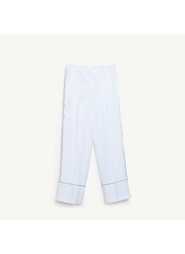 Yargıcı Biye Detaylı Pantolon Beyaz